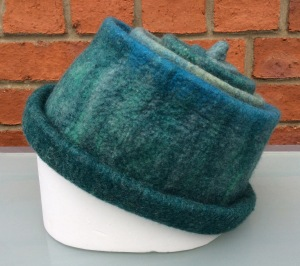 Side view blue/green hat